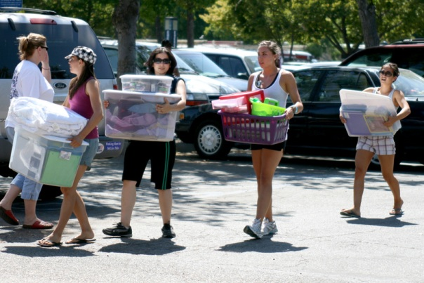 Cal State Fresno Freshmen Move In